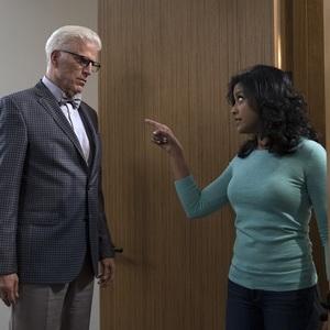 تد دانسون و تایرا سیرکار در سریال «جای خوب» (The Good Place)