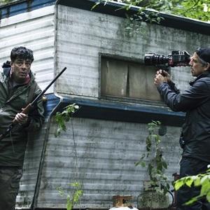 بن استیلر و بنیسیو دل تورو در نمایی از سریال «فرار از دانمورا» (Escape at Dannemora)