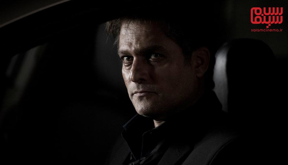 حسین یاری در سریال «نهنگ آبی»