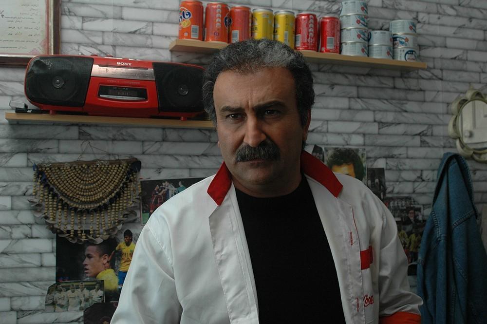 مهران احمدی در فیلم «کارگر ساده نیازمندیم»