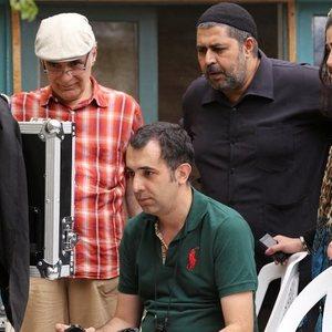 فرهاد اصلاني و هاتف علیمردانی و باران كوثري و محمود کلاری در پشت صحنه فیلم کوچه بی نام