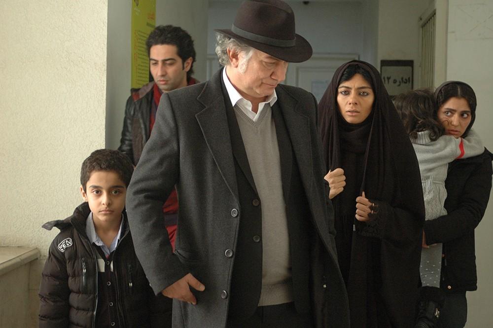 یکتا ناصر و آتیلا پسیانی در فیلم «کارگر ساده نیازمندیم»
