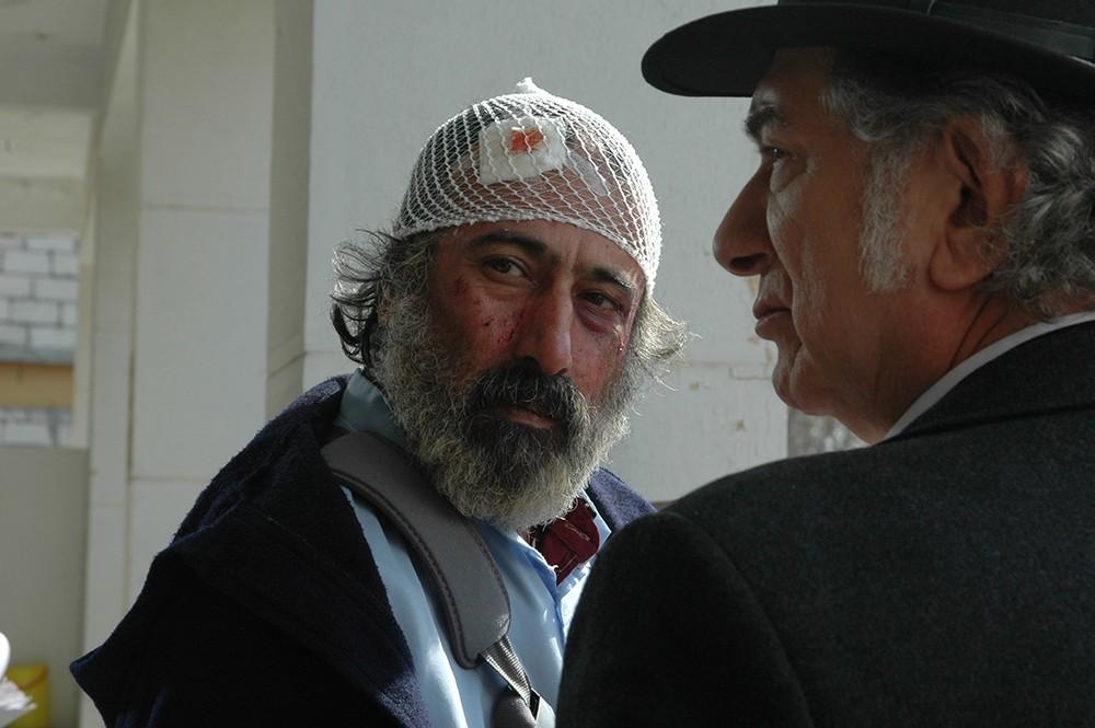 مهران احمدی و آتیلا پسیانی در فیلم «کارگر ساده نیازمندیم»