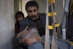 ترلان پروانه و محسن تنابنده در فیلم سینمایی «فراری»