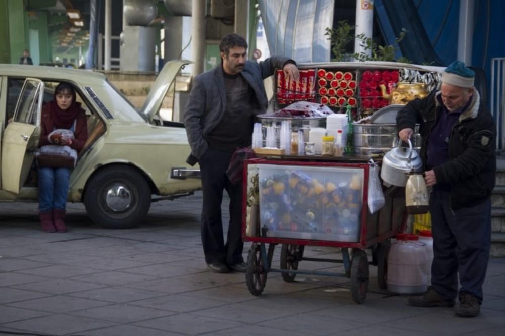 ترلان پروانه و محسن تنابنده در نمایی از فیلم سینمایی «فراری»