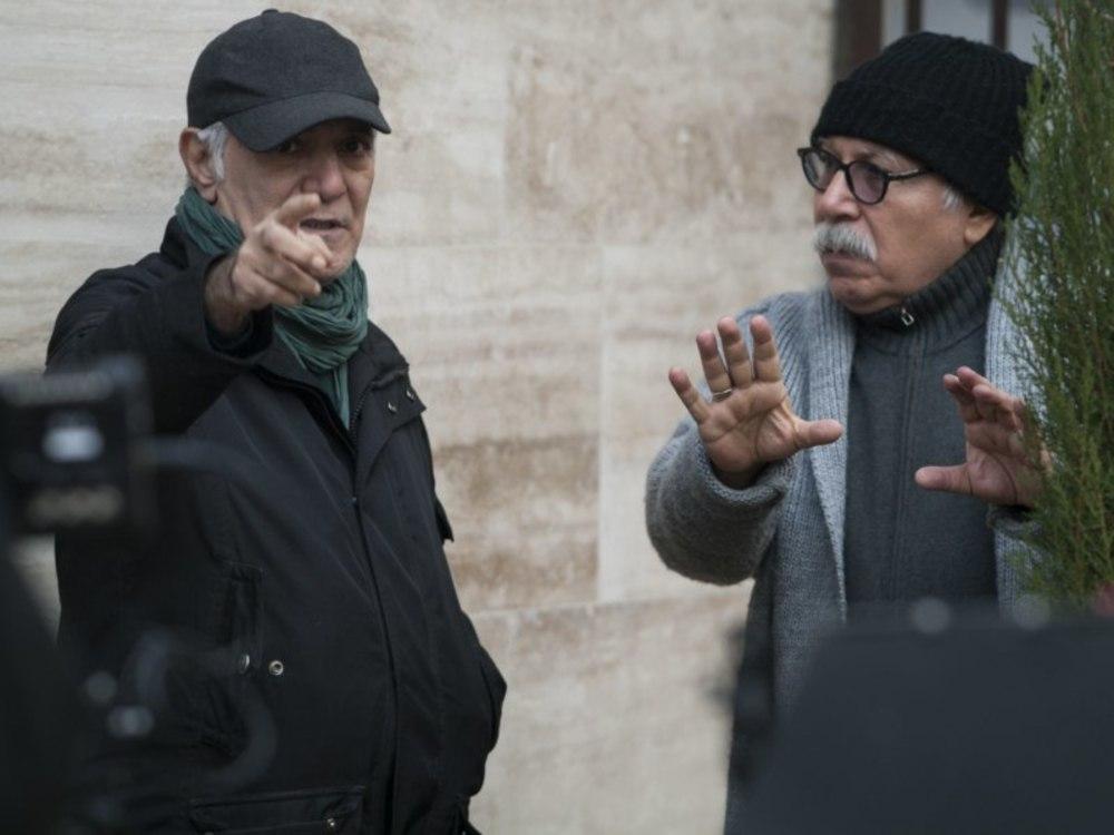 محمود کلاری و علیرضا داوودنژاد در پشت صحنه نمایی از فیلم «فراری»