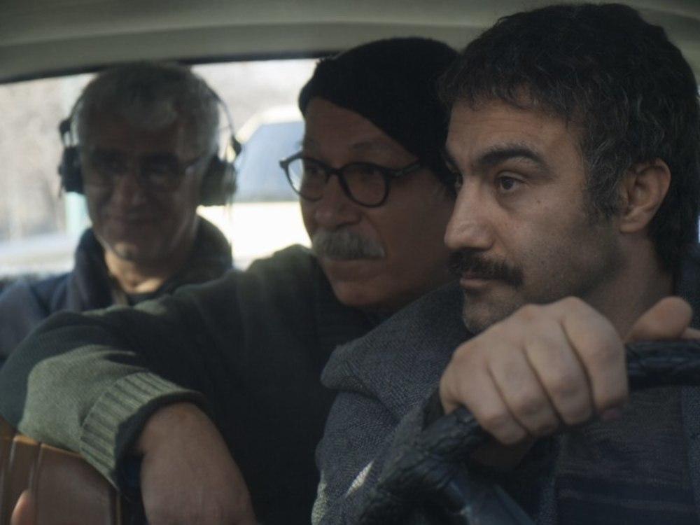 علیرضا داوودنژاد و محسن تنابنده در نمایی از پشت صحنه فیلم «فراری»