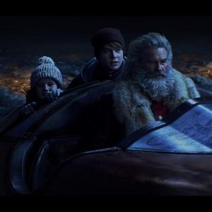 کرت راسل، دربی کمپ و جودا لوئیس در نمایی از فیلم سینمایی «ماجرای کریسمس» (The Christmas Chronicles )