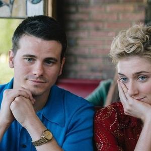 جیسون ریتر و الیزابت دبیکی در نمایی از فیلم «داستان»