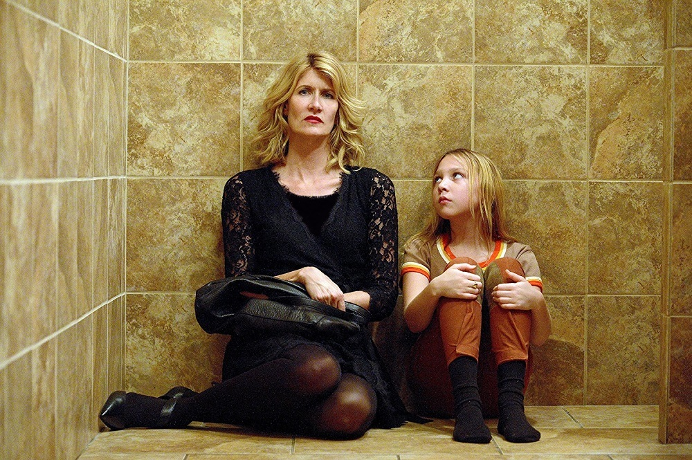 لورا درن و ایزابل نلیس در نمایی از فیلم «داستان»