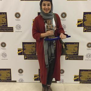 خورشید چراغی پور برنده جایزه بهترین بازیگری برای فیلم کوتاه «وقت ناهار» از جشنواره فیلم شهر