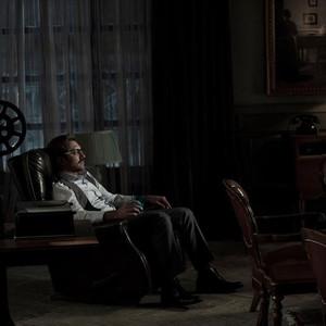 بهرام رادان در نمایی از فیلم «آشفته گی»