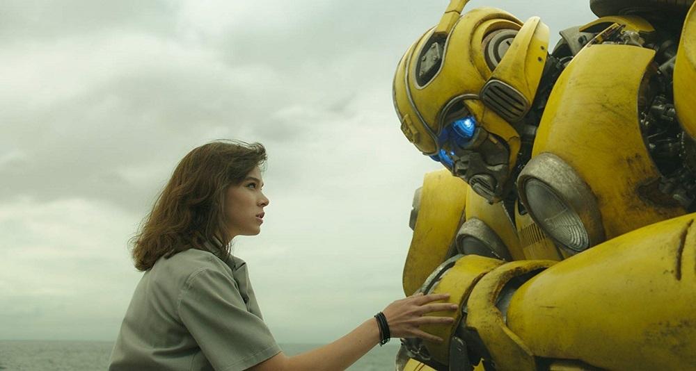 هایلی استینفلد در نمایی از فیلم سینمایی «بامبلبی» (Bumblebee)