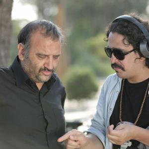 شهرام مسلخی و علیرضا استادی در پشت صحنه فیلم کوتاه «قطعه 85»