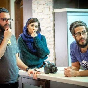 پوریا شکیبایی، نسیم فروغ و مهران مرادی در پشت صحنه فیلم کوتاه «دژاوو»