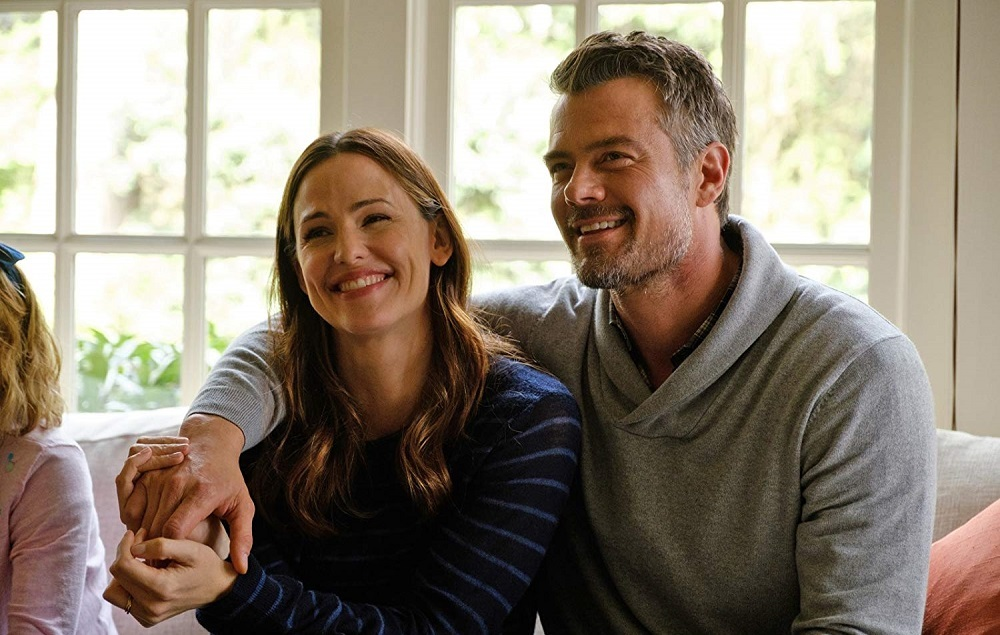 جاش دوهامل و جنیفر گارنر در فیلم سینمایی «با عشق، سایمون» ( Love, Simon)