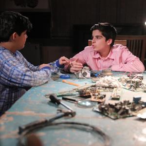 بنیامین محمدیان و مانی رهنما در سریال «بچه مهندس 2»