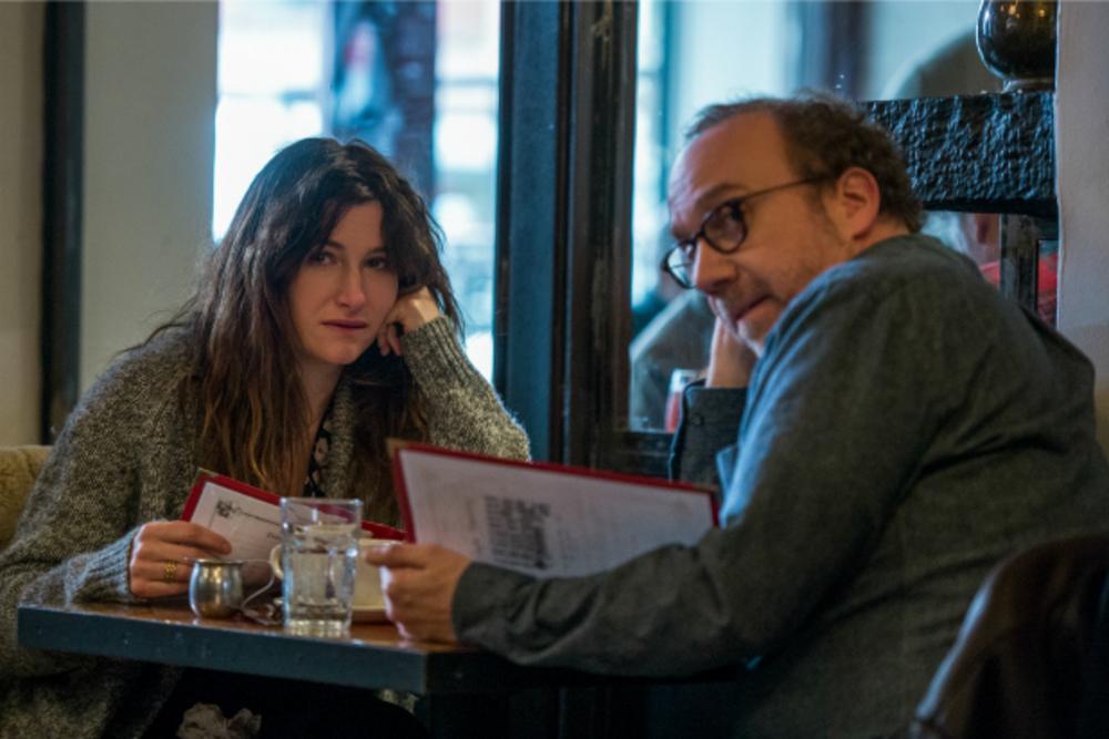 کاترین هان و پل جیاماتی در نمایی از فیلم سینمایی «زندگی خصوصی» (Private Life)