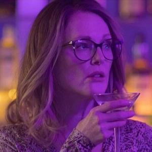 جولیان مور در نمایی از فیلم سینمایی «گلوریا بل» (Gloria Bell)