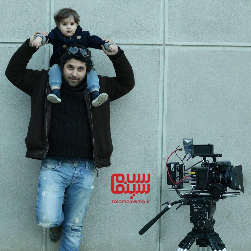سیاوش اسعدی و پسرش آوستا در پشت صحنه فیلم «درخونگاه»