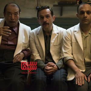 صابر ابر، بابک حمیدیان و علی نصیریان در فیلم سینمایی «مسخره باز»