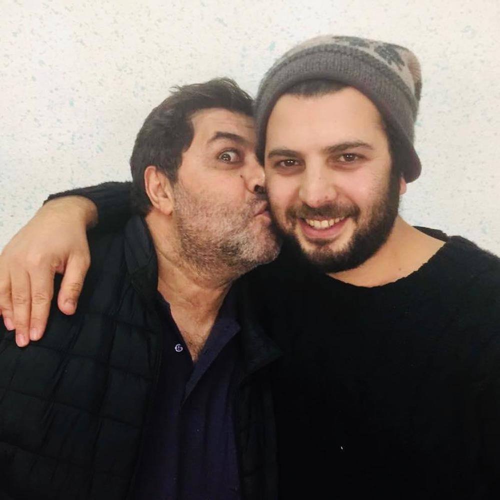 فرهاد اصلانی و سعید روستایی در پشت صحنه فیلم سینمایی «متری شیش و نیم»