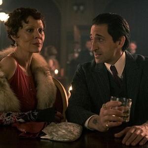 آدرین برودی و هلن مک کروری در سریال «پیکی بلایندرز» (Peaky Blinders)