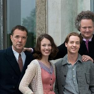 فلوریان هنکل فون دونرسمارک، تام شلینگ، سباستین کخ و پائولا بیر در پشت صحنه فیلم سینمایی «رویت را برنگردن» (Never Look Away)