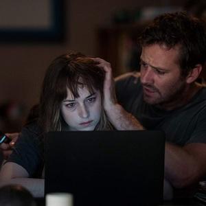 آرمی هامر و داکوتا جانسون در فیلم سینمایی «زخم ها»