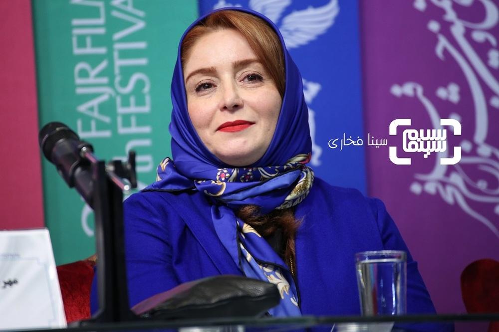 ژاله صامتی در نشست خبری فیلم «درخونگاه» در جشنواره فجر 37