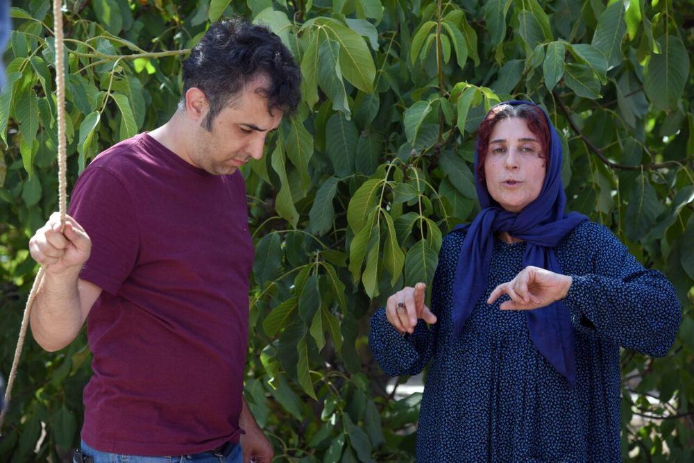 فاطمه معتمدآریا و هاتف علیمردانی در پشت صحنه فیلم «آباجان»