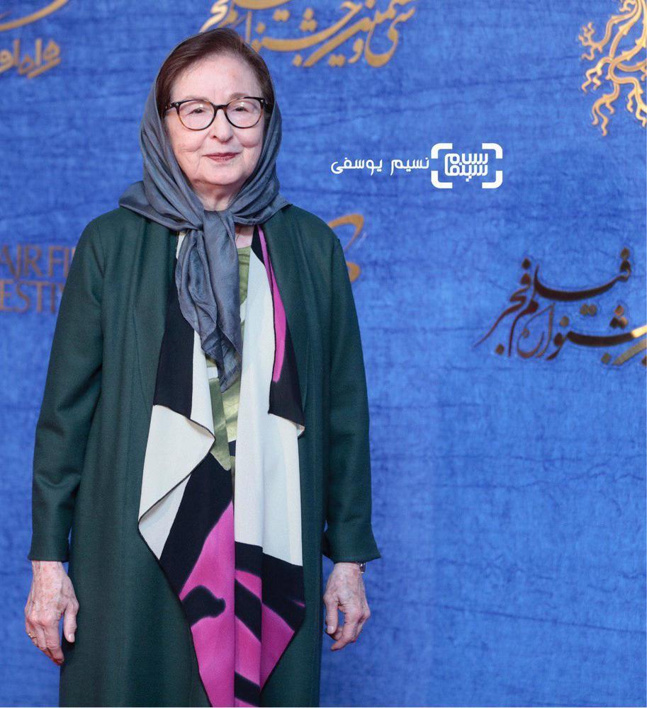 زهره عباسی در اکران فیلم «ناگهان درخت» در جشنواره فجر 37