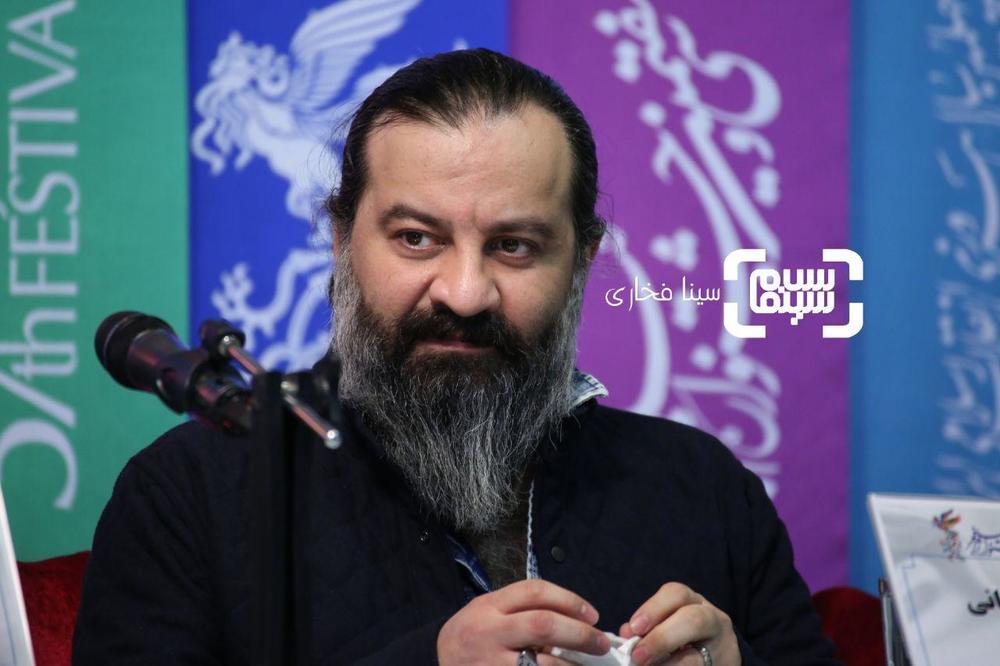 مهراب قاسم خانی در نشست خبری فیلم «ناگهان درخت» در جشنواره فجر 37