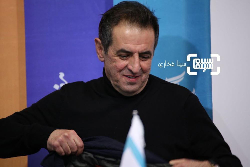 صفی یزدانیان در نشست خبری فیلم «ناگهان درخت» در جشنواره فیلم فجر 37