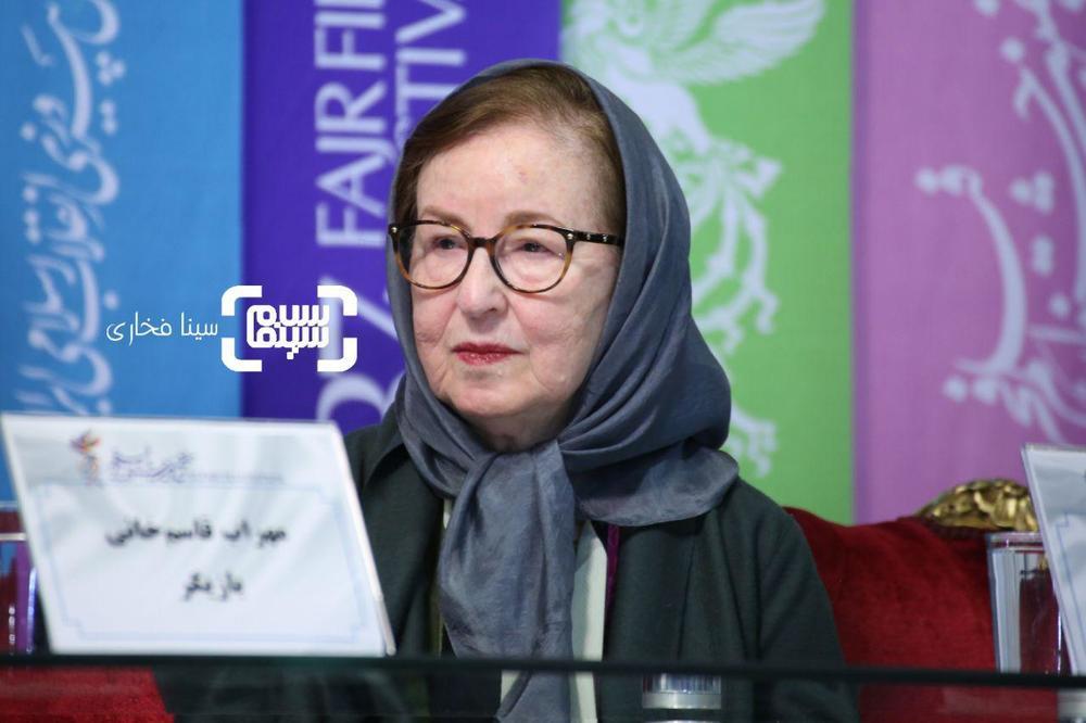 زهره عباسی در نشست خبری فیلم «ناگهان درخت» در جشنواره فجر 37