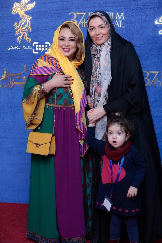 بهنوش بختیاری، آزاده نامداری و دخترش گندم در اکران فیلم «شبی که ماه کامل شد» در جشنواره فیلم فجر 37