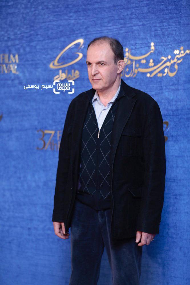 سیدجمال ساداتیان در فرش قرمز فیلم «متری شیش و نیم» در جشنواره فجر 37