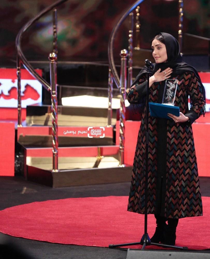 الناز شاکردوست برنده سیمرغ بلورین بهترین بازیگر نقش اول زن برای «شبی که ماه کامل شد» در جشنواره فجر 37
