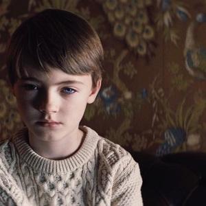 جکسون رابرت اسکات در نمایی از فیلم «اعجوبه» (The Prodigy)