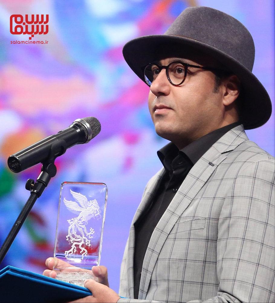 حبیب مجیدی برنده سیمرغ بلورین بهترین عکاسی فیلم برای برای «بمب یک عاشقانه» در افتتاحیه جشنواره فیلم فجر 37