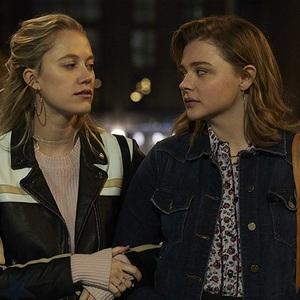 کلویی گریس مورتز و مایکا مونرو در فیلم سینمایی «گرتا» (Greta)