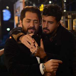 مهرداد صدیقیان و بهرام رادان در قسمت دوم سریال «رقص روی شیشه»