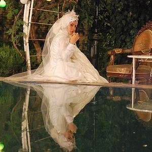 خاطره حاتمی در لباس عروسی در فیلم دنیای پر امید