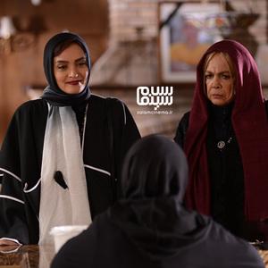 بیتا فرهی و میترا حجار در قسمت سوم سریال «رقص روی شیشه»