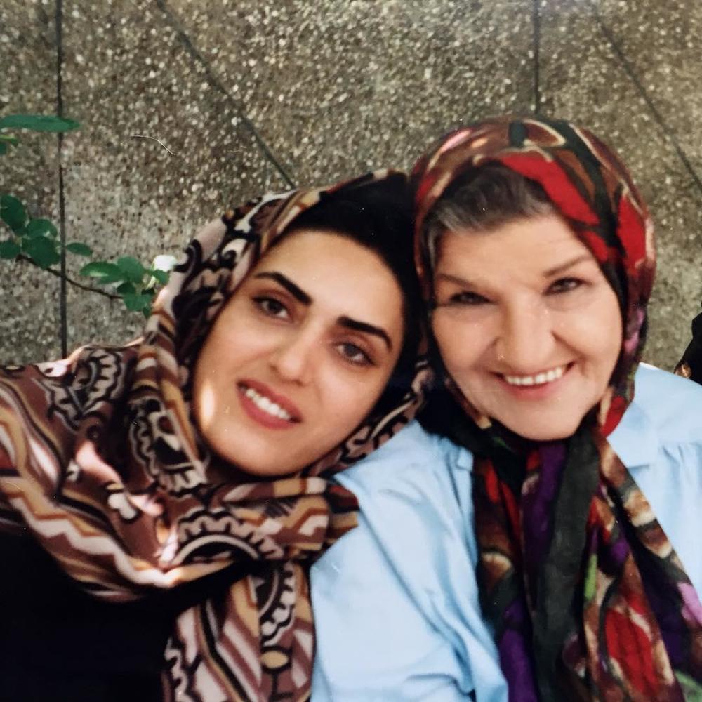فریبا شمس و پروین سلیمانی در پشت صحنه سریال «آتیه»