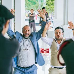 جواد عزتی و امیر جعفری در فیلم سینمایی «چهار انگشت»