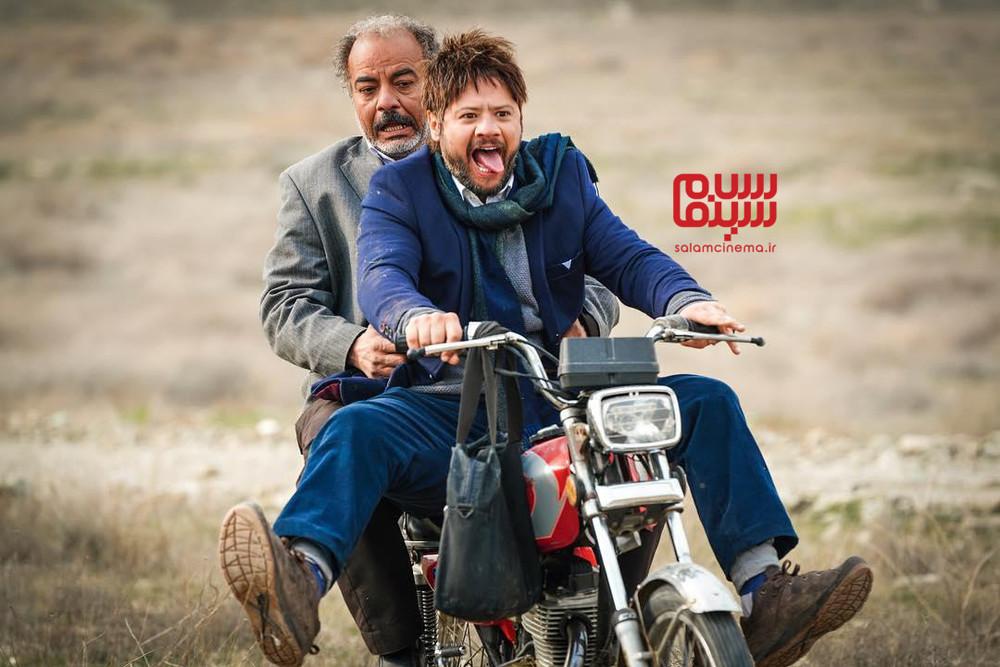 علی صادقی و سعید آقاخانی در سریال تلویزیونی «نون. خ»