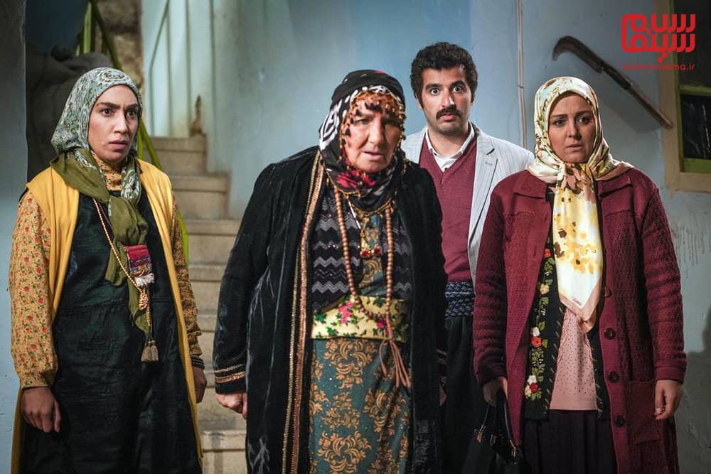 نسرین مرادی، پاشا جمالی، فریده سپاه منصور و صبا ایزدپناه در سریال تلویزیونی «نون.خ»