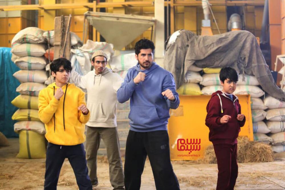 سریال تلویزیونی «شش قهرمان و نصفی»