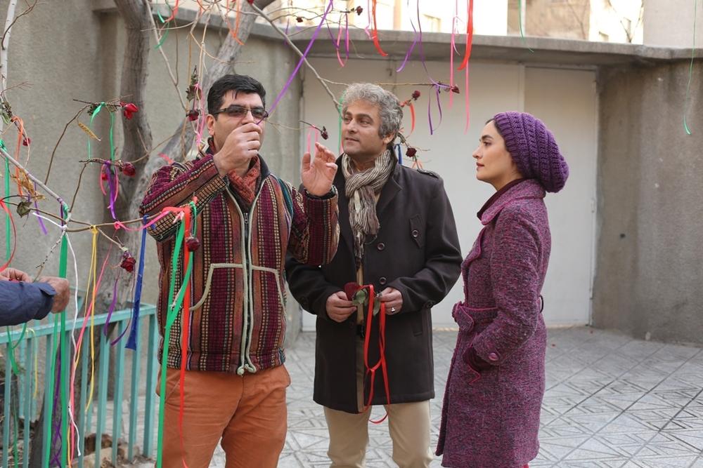 علی عطشانی، حسین یاری و میترا حجار در پشت صحنه فیلم «یادم تو را فراموش»